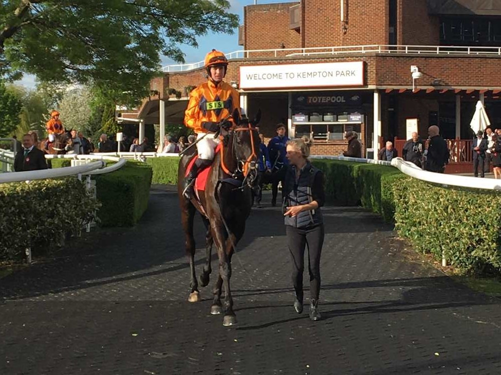 Bestwork winning under Paul O'Brien for Charlie Longsdon at Kempton